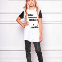 Блузка -футболка с принтом и стразами